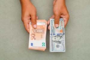 """הסבר על מסלול צמוד מט""""ח יורו/דולר"""